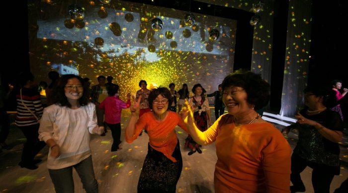 DANCING GRANDMOTHERS (10)
