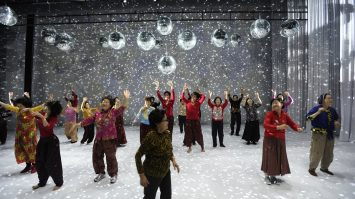 DANCING GRANDMOTHERS (8)