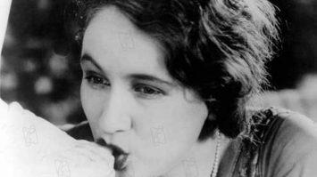 L'age d'or 1930 réal : Luis Bunuel  Collection Christophel