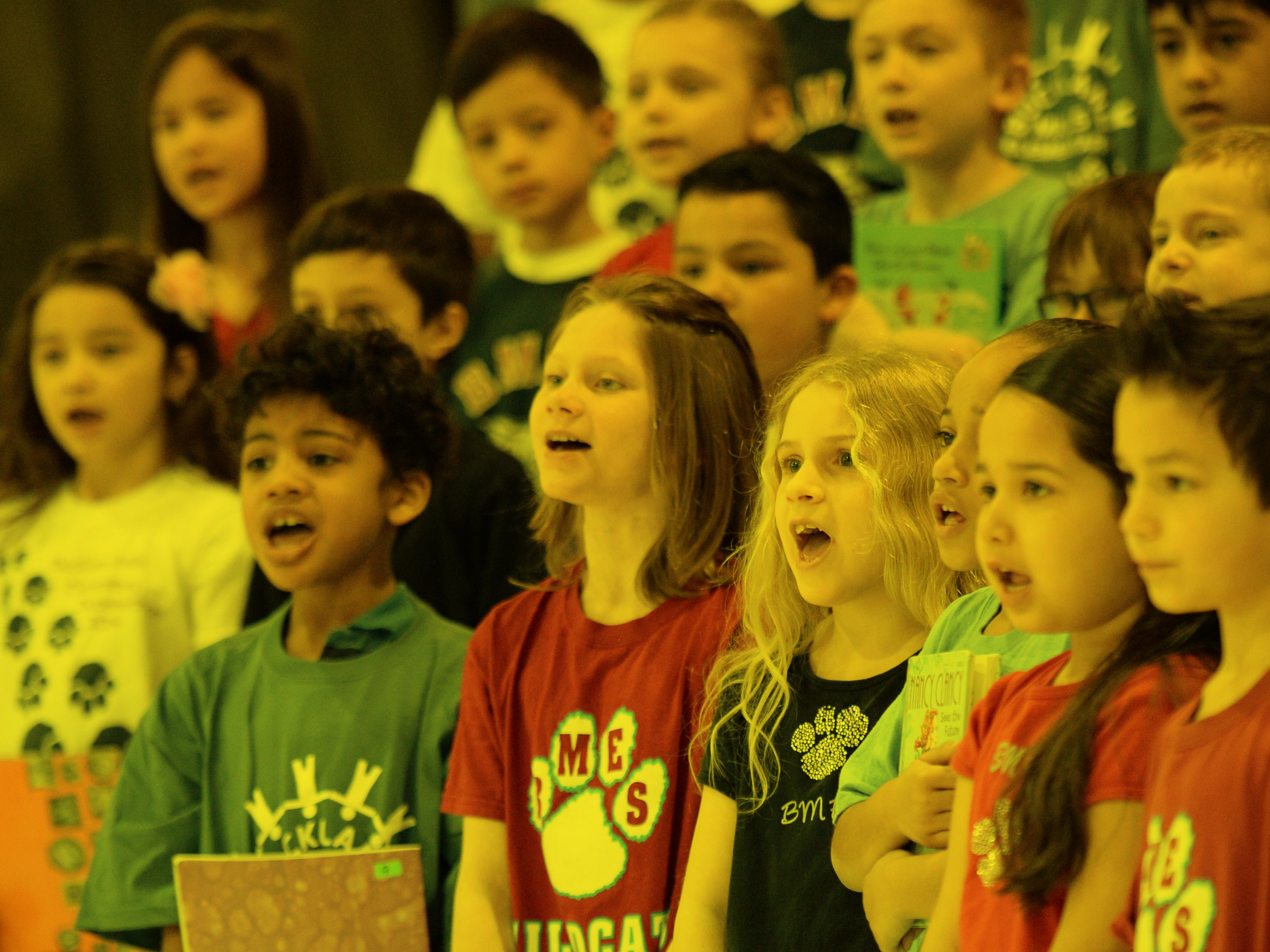 Angie-Wytovich-kids-singing
