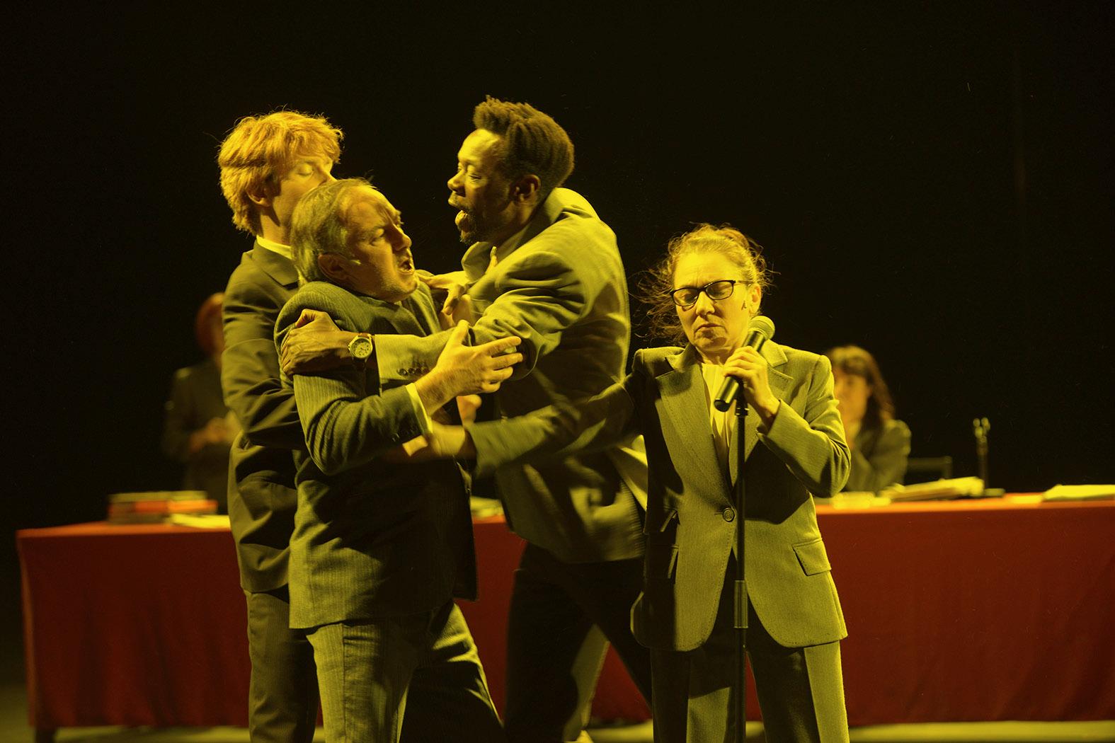 2015 juin Theatre des Amandiers»Ça Ira /1 Fin de Louis» un spectacle écrit et mis en scène par Joël PommeratDécor et lumière: Eric Soyer